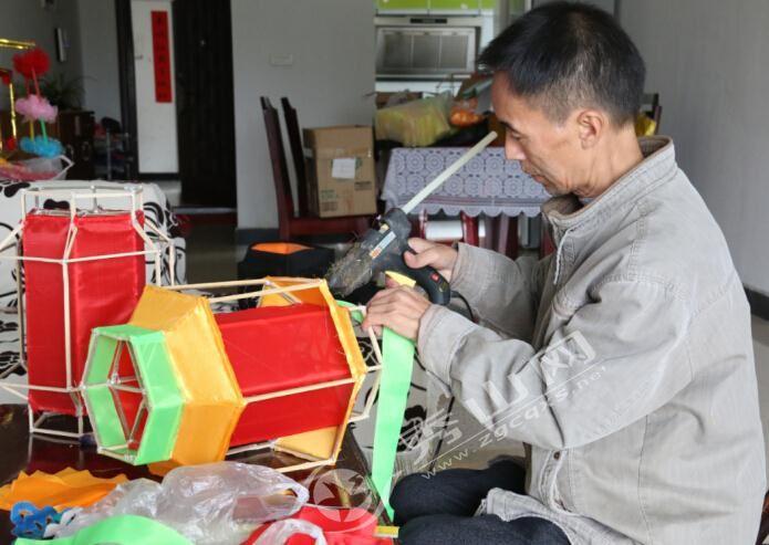 刘黎明:秀山花灯制作手艺人