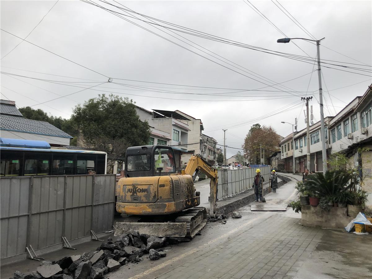 秀山里面稀:加快推进城区供水管网改造